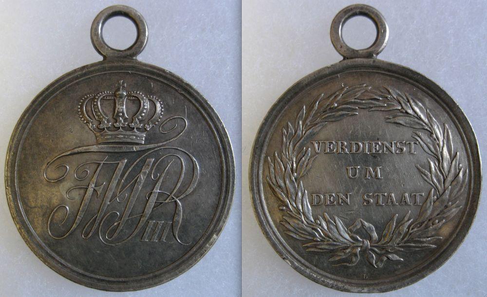Abb. 18: Allgemeines-Ehrenzeichen 2. Klasse, Silber massiv geprägt, 20,9 g, Stempelschneiderzeichen L für Loos.