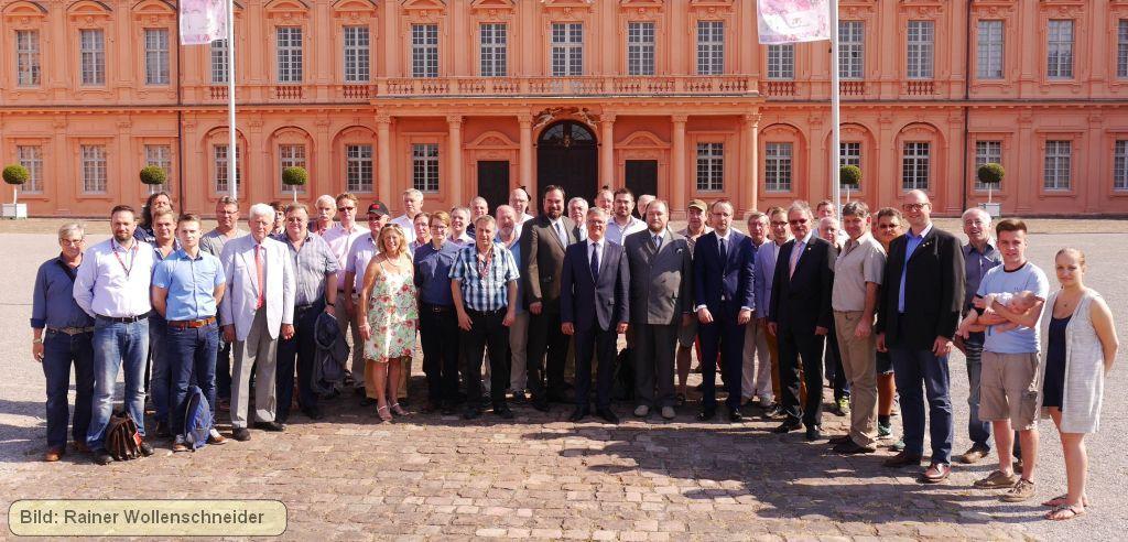 Teilnehmer am Samstag, den 10. September 2016 vor dem Schloss Rastatt